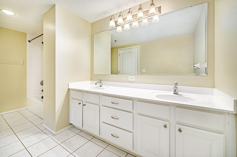 Lake Calhoun Apartments   Calhoun Beach Club Apartments   Bathroom